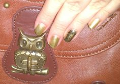 The Queen of Nails ~ Golden nails: matte top coat on index and pinkie, stamp on ring finger