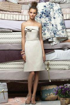 Etui-Linie trägerloses plissiertes knielanges Satin Brautjungfernkleid