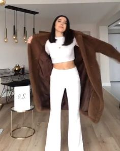 White outfits : Outfit video from After wearing all white trend, it is getting trendy to see everything in white. Therefore, I suggest you to buy white pumps for this spring and summer. Classy Winter Outfits, Winter Fashion Outfits, Simple Outfits, Fall Outfits, Work Fashion, Sporty Outfits, White Outfits, Trendy Outfits, Sweater Over Dress