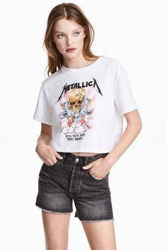 Bu yılın en kararlı, net ve asi ve en doğal trendi olan Rock Temalı T-shirtler ile sen de stilinde fark yaratmaya hazır mısın?