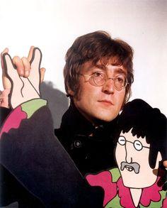 The Beatles John Lennon Yellow Submarine Photo x John Lennon Yoko Ono, John Lennon Paul Mccartney, Les Beatles, John Lennon Beatles, Beatles Funny, Beatles Poster, Beatles Band, Ringo Starr, George Harrison