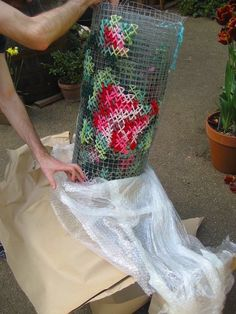Street artist Raquel Rodrigo turns Valencia, Spain into a cross-stitch garden. Look at her cross-stitch flowers bloom & give new life to rundown buildings. Cross Stitching, Cross Stitch Embroidery, Hand Embroidery, Cross Stitch Patterns, Creative Embroidery, Embroidery Fashion, Embroidery Designs, Yarn Bombing, Diy Trend