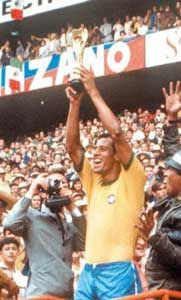 Carlos Alberto Torres e a Copa de 1970 Soccer World, World Football, Football Field, Sport Football, Countries In America, New York Cosmos, World Cup Champions, World Cup Winners, Most Popular Sports