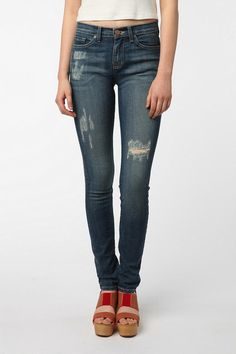 BDG Cigarette High-Rise Jean - Washed Indigo After the baby! Super Skinny, Skinny Fit, Urban Outfitters Jeans, Minimalist Fashion Women, Kinds Of Clothes, College Fashion, Casual Jeans, High Rise Jeans, Autumn Winter Fashion