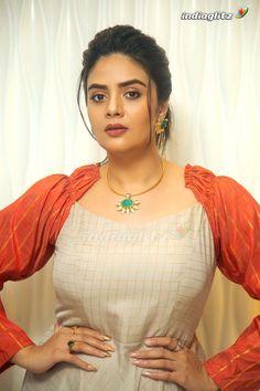 Sreemukhi Beautiful Bollywood Actress, Most Beautiful Indian Actress, Women Wearing Ties, Curvy Girl Lingerie, Indian Girls Images, Tamil Actress Photos, Beauty Full Girl, Beauty Girls, South Indian Actress