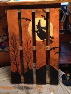 Over 25 options for pallet signs to decorate your home this fall. They are so inexpensive you could make new fall pallet projects each year.