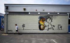 Unopera di Banksy è comparsa sul muro della scuola elementare Bridge Farm di Bristol