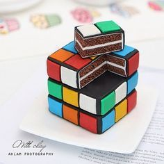 A Rubik's cube cake. Crazy Cakes, Fancy Cakes, Pink Cakes, Pretty Cakes, Cute Cakes, Yummy Cakes, Bolo Musical, Cake Cookies, Cupcake Cakes