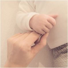 Newborn, Holding Hands, Little hands, tiny, love, heart, Motherhood, Fatherhood, Little Girl, Baby Boy, Family Portrait, Children, Baby, Todler, Nap, Sleep, Bed, Metime, Mom, Momblog, Siblings, Fun, Photography Hi! Follow us on instagram: 'ellamaxim'and 'xiosses' Feel free to repin and follow on pinterest! youtube/ellamaxim Don't forget to subscribe to our blog on: www.ellamaxim.com Thank you so much!