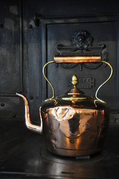 Antique Copper Tea Kettle, a must Copper Pots, Copper Kitchen, Copper And Brass, Antique Copper, Cast Iron Stove, Cast Iron Cookware, Copper Tea Kettle, Not My Circus, Tea Sets