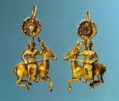 Pair of gold earrings with a figure of Artemis,   325-300 BC, Nymphaeum necropolis (found in 1866), Crimea; Gold