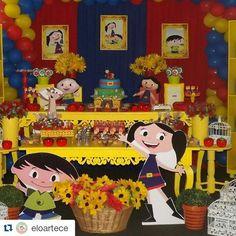 O show da Luna by @eloartece De hoje ainda maratona... #festadaluna #decoraçãoclean #decoraçãoshowdaluna #festashowdaluna #decoracaoclean #decoraçãoinfantil #luna #oshowdaluna #decoracaoshow #festashowdaluna #discoveryKids #desenhos #desenhos #festainfantil #amofesta #festatop #instaparty #festamenina #instagood #tbt #fotododia #fofa #love #inspiration #partyideas #partydesigner #inspiresuafesta #partydecoration #party
