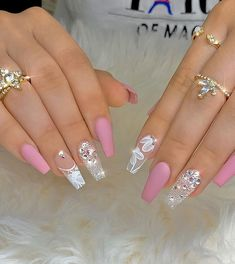 35 Beautiful Acrylic Pink Coffin Nails Design Be A Pretty Girl - Page 9 of 12 - Latest Fashion Trends For Woman Fancy Nails, Bling Nails, Gold Nails, Swag Nails, Cute Nails, Pretty Nails, Stiletto Nails, Gold Nail Designs, Nails Design With Rhinestones