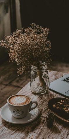 Wallpaper for fall Cozy Aesthetic, Brown Aesthetic, Aesthetic Vintage, Aesthetic Coffee, Whats Wallpaper, Pastel Wallpaper, Nhl Wallpaper, Wallpaper Keren, Coffee And Books