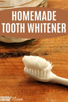 Are your teeth dull and stained? If youd like to whiten your teeth naturally at home then whip up this easy DIY recipe. This Homemade Tooth Whitener r. Homemade Beauty Recipes, Homemade Beauty Products, Lush Products, Homemade Facials, Essential Oil Bug Spray, My Essential Oils, Natural Beauty Tips, Diy Beauty, Beauty Hacks