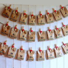 Un'idea per un calendario dell'avvento originale con materiale riciclato. Christmas Candy Crafts, Diy Holiday Gifts, Diy Christmas Cards, Homemade Christmas, Christmas World, Christmas Love, Christmas Deco, Xmas, Advent Calenders