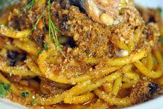Pasta Con Le Sarde - Pasta With Sardines recipe from Sassy Radish. Seafood Pasta Recipes, Fish Recipes, Keto Recipes, Creamy Garlic Pasta, Polenta, Simply Recipes, Simply Food, My Favorite Food, Italian Recipes