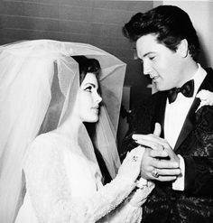 Elvis and Priscilla Presley's wedding at Aladdin Hotel, in Las Vegas, NV, May Elvis Y Priscilla, Priscilla Presley Wedding, Before Wedding, Wedding Day, Wedding Vows, Wedding Anniversary, Wedding Gifts, Wedding Flowers, Dream Wedding