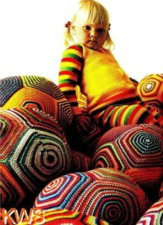 Vintage-70s-Retro-Crochet-BALL-Floor-Pillow-PATTERN