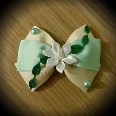 Tiana Princess and the Frog Inspired Disney Princess Hair Bow Ribbon Hair Bows, Diy Hair Bows, Diy Bow, Diy Ribbon, Ribbon Crafts, Grosgrain Ribbon, Princesa Tiana, Pelo Princesa Disney, Disney Princess Hairstyles