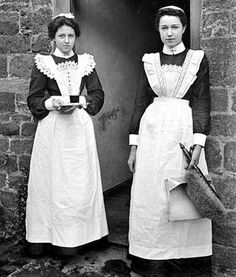 Edwardian maids -- general servants' timetable for the day. So interesting! Edwardian maids -- general servants' timetable for the day. So interesting! Edwardian Dress, Edwardian Era, Edwardian Fashion, Vintage Fashion, Victorian Dresses, Fashion Goth, Maid Outfit, Maid Dress, Victorian Maid