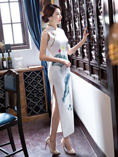 Chinese Gown, Unusual Dresses, White Lotus, Cheongsam Dress, Casual Party, Traditional Dresses, Sexy Legs, Asian Girl, Cold Shoulder Dress