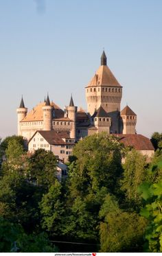 Chateau Vufflens, Morges, Switzerland !(original photo: pmy-apictureaday, cropped by iloveswissmade)