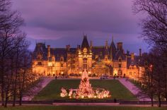 Biltmore House, the way my house should look at Christmas ;)