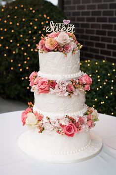 The pink fresh flowers on this cake MAKE it gorgeous!
