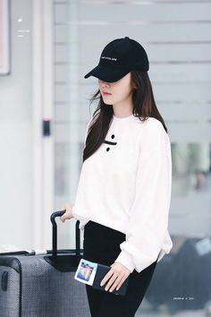 Snsd Fashion, Kpop Fashion Outfits, Ulzzang Fashion, Edgy Outfits, Korean Outfits, Ulzzang Girl, Classy Outfits, Girl Fashion, Korean Airport Fashion