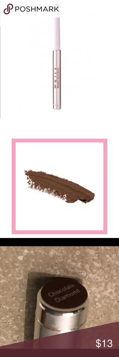 Mally Chocolate Diamond Shadow Stick Extra Shadow Stick Extras are the queen of multi-tasking and stay looking gorgois from the minute you put them on until you decide to take them off!  You have 45 seconds of play time and then after that, your eyeshadow is going to be smudge-proof, transfer-proof and crease-proof! Go for a light, sheer wash of color, or layer for more intensity.  You can even use them as a beautiful smudgy eyeliner for a smoldering, smoky eye, so it's super easy to go from…