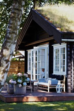 French doors to raised deck - Norwegian cottage