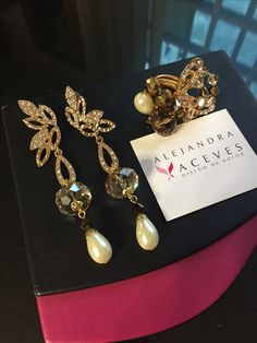 Earrings and ring. FB: Alejandra Aceves Diseño de Autor.