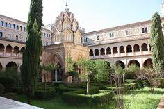 Claustro y templete mudéjar del Monasterio de Guadalupe