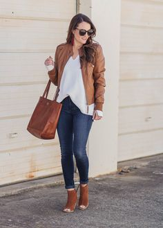 Early spring outfit idea for women via Peaches In A Pod blog. How to wear a leather jacket for spring.