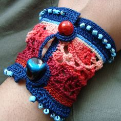 Cuff Crochet Freeform by saraaires (quartodeideias), via Flickr