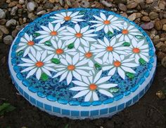 Mosaic garden stepping stones are considered popular among the makers home. This is because they are full of elegance, style and the fact that it is very affordable. One of the reasons to explain the popularity of this panel is. Mosaic Stepping Stones, Stone Mosaic, Mosaic Glass, Glass Art, Pebble Mosaic, Rock Mosaic, Mosaic Birdbath, Mosaic Crafts, Mosaic Projects