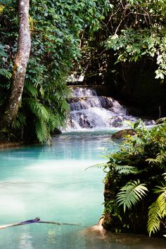 Kuang Si Waterfall in Lao - thehappyjetlagger.com