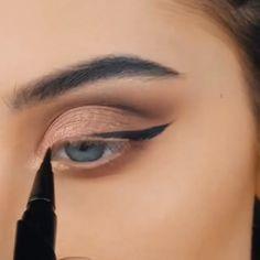 Amazing Eye Makeup Tutorial Makeup Tutorials Ideas Makeup Makeup tutorial for eyes Gorgeous Eye Makeup Tutorials For Beginners Beautiful Lipstick Tutorials Eye Makeup Tips, Smokey Eye Makeup, Eyebrow Makeup, Skin Makeup, Makeup Inspo, Eyeshadow Makeup, Makeup Inspiration, Beauty Makeup, Winged Eyeliner