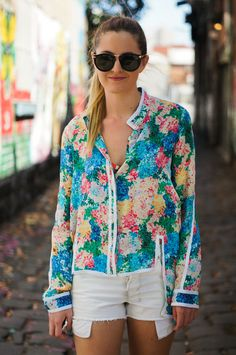 LOVE how this blouse is edged in white!