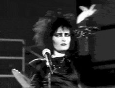 "Siouxsie doing ""the Siouxsie"""