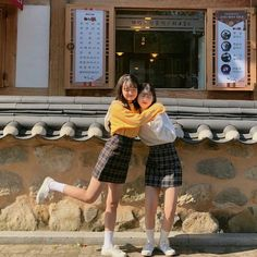 —-bananamurlk ♡ Best Friend Couples, Best Friend Poses, Best Friend Pictures, Friend Photos, Ulzzang Couple, Ulzzang Girl, Korean Couple, Korean Girl, Friend Outfits
