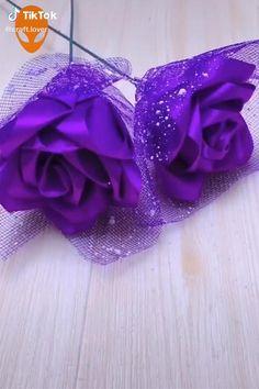 Ribbon Flower Tutorial, Diy Ribbon, Ribbon Crafts, Fabric Crafts, Diy Crafts For Gifts, Diy Arts And Crafts, Diy Crafts Hacks, Creative Crafts, Flower Bouquet Diy