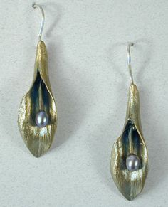 Michael Michaud Hosta earrings. I love everything he makes. Beautiful. Now, EVERYONE tell my husband ;)