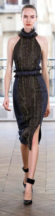 A belt can entirely change your look. Elegant Dresses, Nice Dresses, Short Dresses, Couture Week, Haute Couture Fashion, Runway Fashion, Womens Fashion, Fashion Trends, Fashion 2018