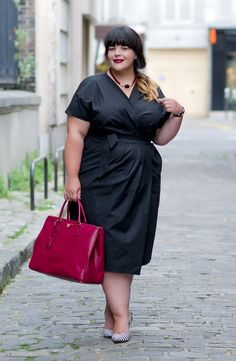 stephanie zwicky: * kimono dress * Work it - SlimmingBodyShapers underneath would help you wear a dress like this and bring out the best of your curves like this model #slimmingbodyshapers slimmingbodyshapers.com
