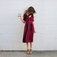 Hold out your coffee by that wall. Now turn your head real fast! FASHION.