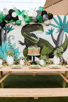 Pizza, popsicles, crafting, AND all dino everything?! Yeah, we can pretty confidently assume all the kiddos in attendance had a blast at Brixton's dinosaur birthday party that Jenna of One Eleven Phot