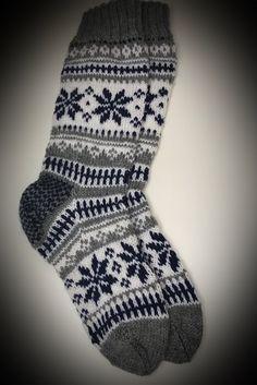 Hjemmestrikket sokker i Karisma Sock Knitting, Fair Isle Knitting, Knitting Ideas, Knitting Patterns, Wool Hats, Knit Socks, Mittens, Gloves, Couture