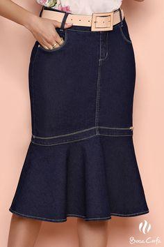 Aposte em uma linda Sais jeans! Jw Fashion, Denim Fashion, Fashion Pants, Fashion Design, Skirt Outfits, Chic Outfits, Demin Dress, Jeans Rock, Sexy Skirt